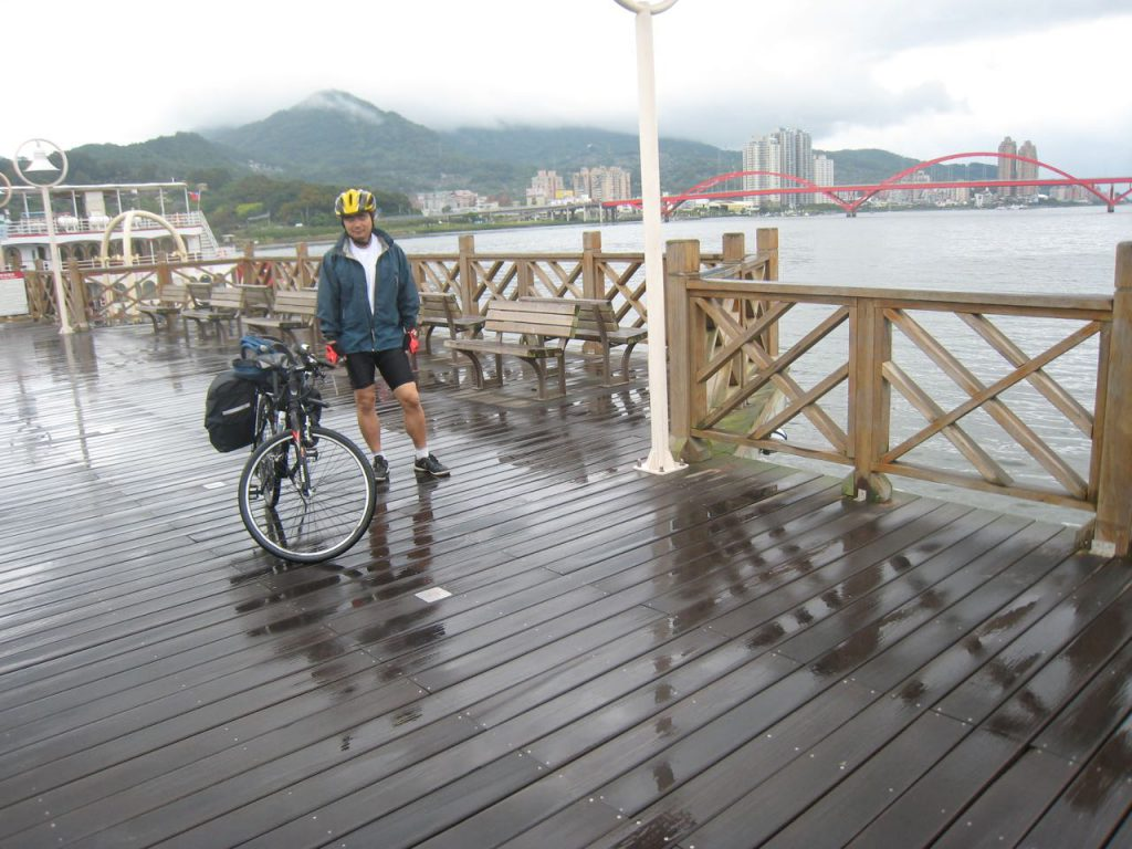 cyclist on a wharf and Guandu bridge