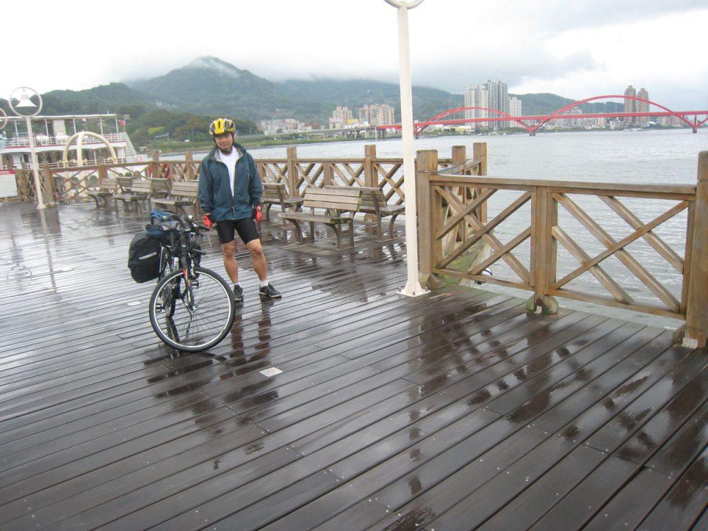 cyclist on a wharf and Guandu bridge