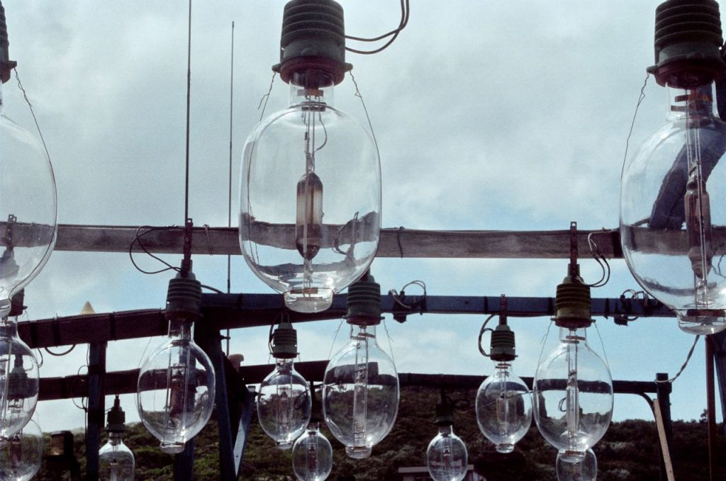 Gigantic light bulbs to attract squids