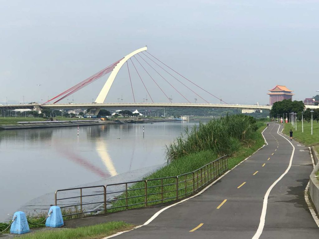 Riverbank bikeways in Taipei City and New Taipei City